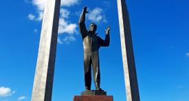 памятник Гагарину Оренбург
